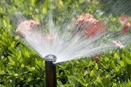 Optimale Bewässerung des Gartens, dessen Rasenflächen, sowie Pflanzen aller Art, lässt sich mit modernster Technik zeitsparend, zuverlässig & umweltfreundlich vornehmen. Dabei helfen effektive & innovative Geräte, Systeme & Zubehör.